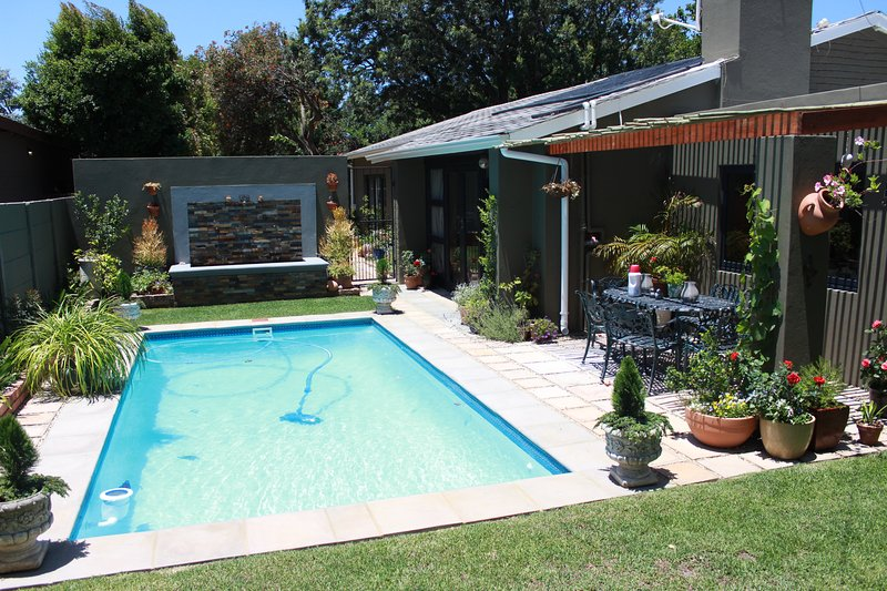 Whole Family, Whole House, Whole Holiday, location de vacances à Pinelands