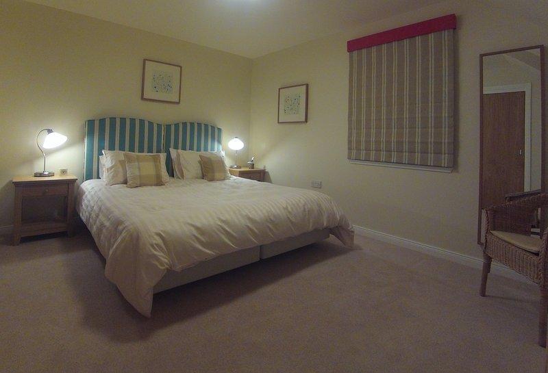 quarto andar de cima (cama super king size ou duas camas individuais)