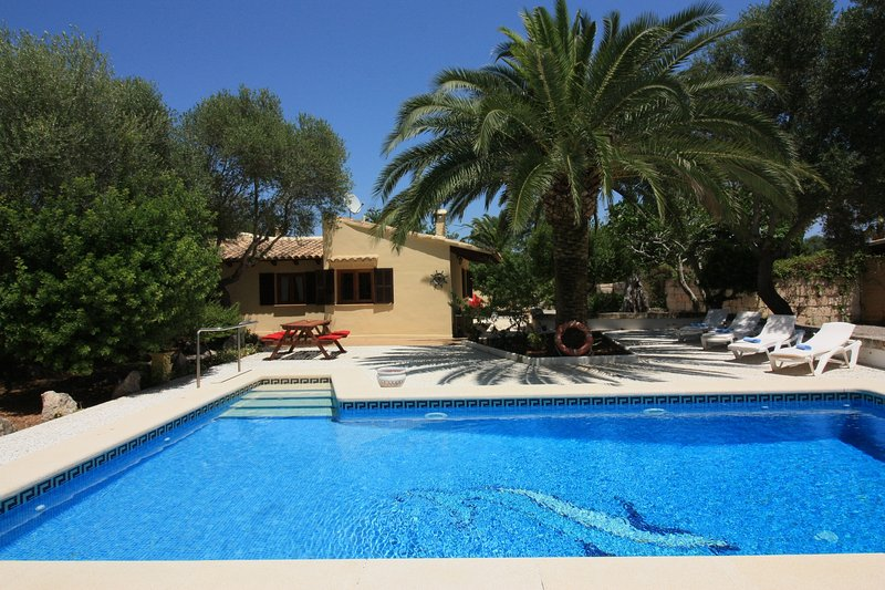 Charmante 2 bed Villa with private Pool + Garden