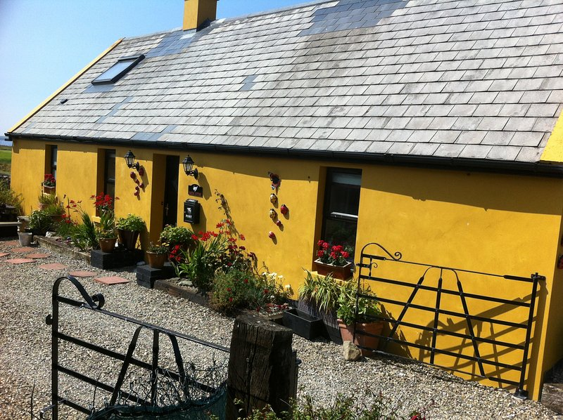 Bar Tra Cottage, holiday rental in Lahinch