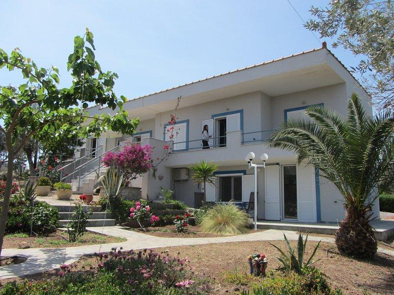 Villa KoKa - kleines Paradies nahe Ermioni !, vacation rental in Thermisia