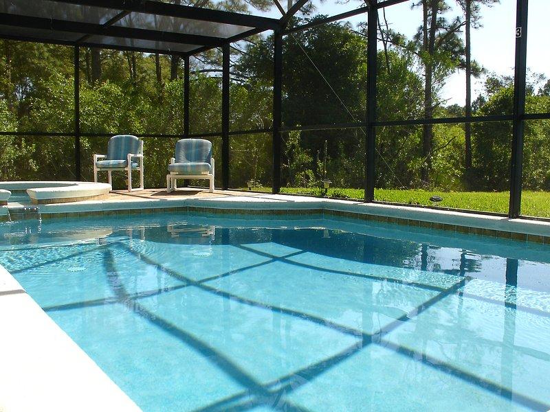 piscine unoverlooked et Spa, avec une vue paisible sur la zone de conservation