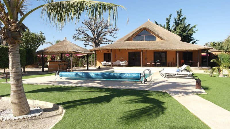 VILLA JACARANDA - SUBLIME SENEGAL - NIANING - 8 PERSONNES - 4 CH - 4 SDB, holiday rental in Joal Fadiouth