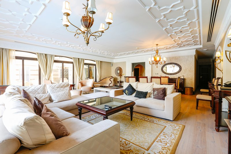 Zabeel Saray stunning 5BR villa, Palm Jumeirah, vacation rental in Dubai