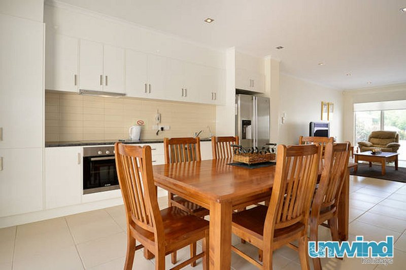 The Block Escape - Victor Harbor Townhouse no 7, holiday rental in McCracken