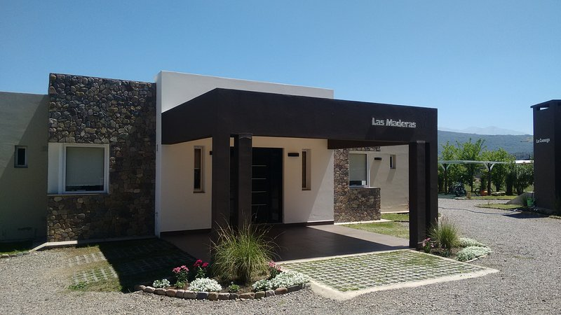 Cabaña Las Maderas - Complejo Tierras del Norte, vacation rental in Province of Salta