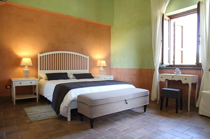 CASA ORIZZONTE: WONDERFUL COUNTRY HOUSE COMB. 8+4, vacation rental in Montefiascone