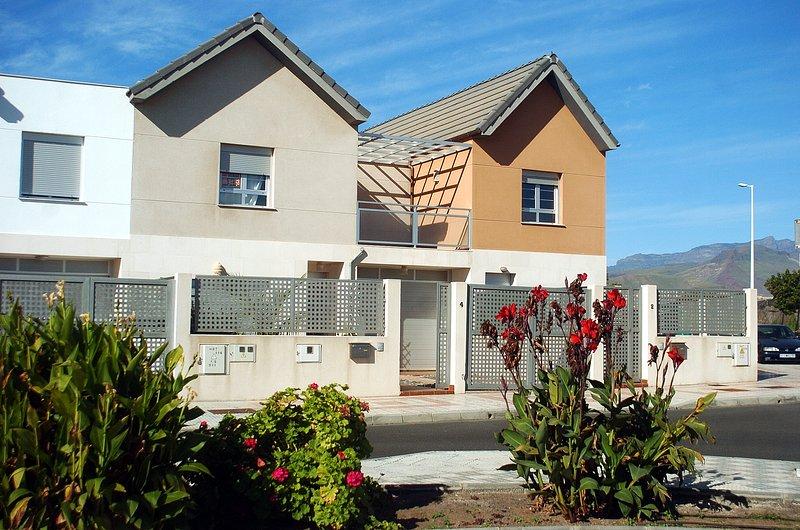 Duplex acogedor cerca del mar, 10 minutos del aeropuerto de todos los servicios., vakantiewoning in Pozo Izquierdo