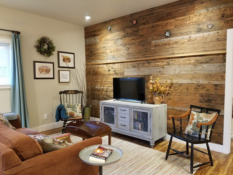 Rustic Chic near Mill Creek and Woodinville, vacation rental in Monroe