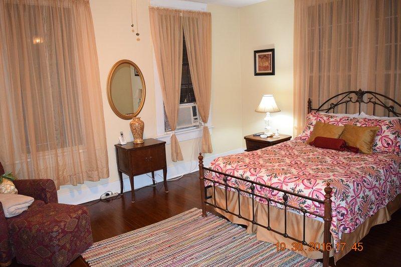 1st Bedroom upstairs - queen