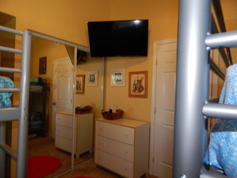 Cheery Bunk Room has 40' Flat-screen TV with DirecTV.
