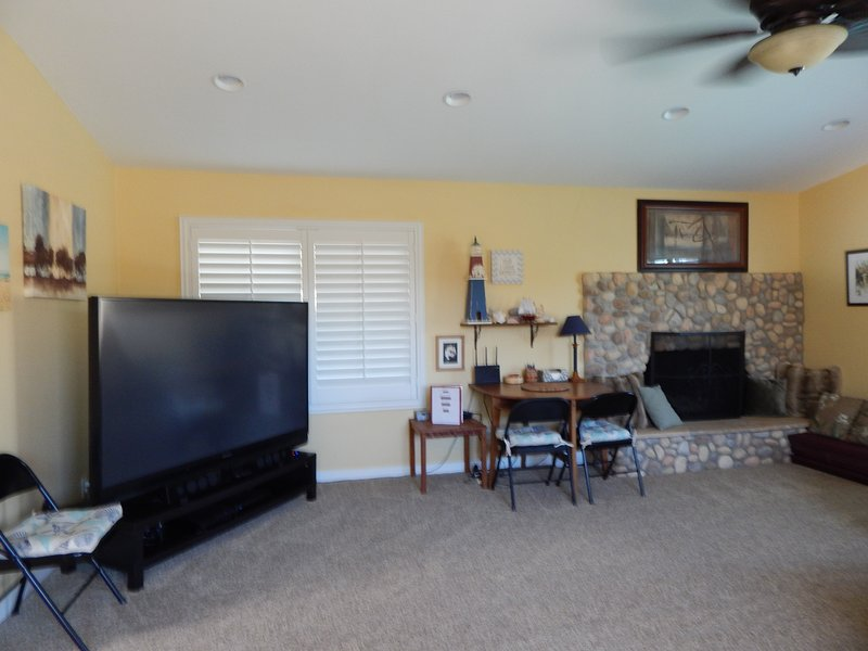 Family Room has 73' TV with PS3/BluRay; computer desk, & charging spot.