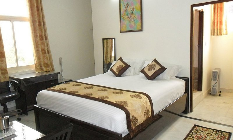 Modern Private Room near WTP, vacation rental in Jaipur