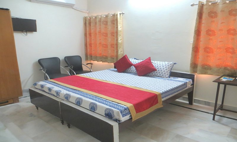 Budget Room for a Tranquil Getaway, vacation rental in Jaipur