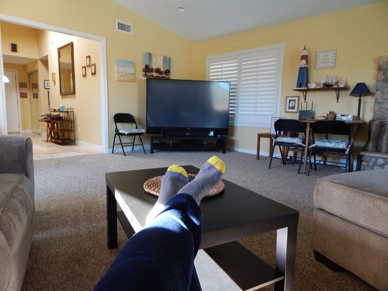 Put your feet up & enjoy this comfy, spacious Family Room w/73' DTV, PS3/BR!