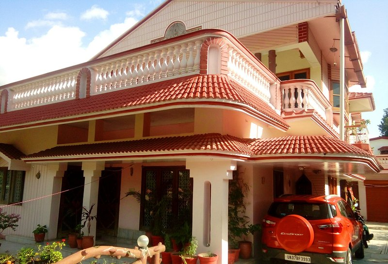 Room Near Canal Road, vacation rental in Kuthal Gaon