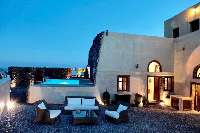 BlueVillas | Villa Mansion Kyani | Private terrace & pool with view, location de vacances à Megalochori