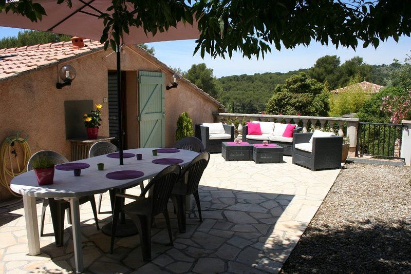 Appart. 65 m2 Proche Mer, Wifi, Clim, Park 4 pers, vacation rental in Sanary-sur-Mer