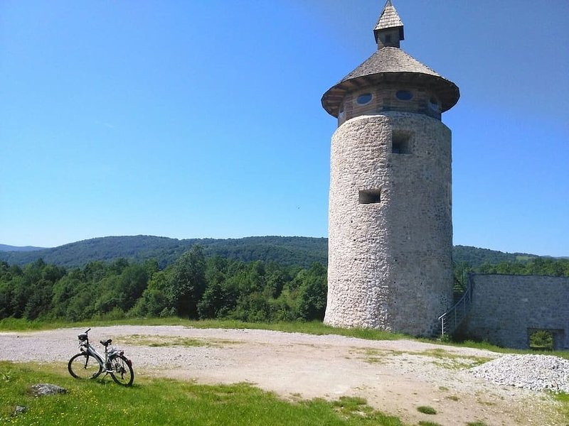Cette vieille ville est Drežnik grad - l'un des pied ou à vélo rute. La meilleure façon de découvrir la région