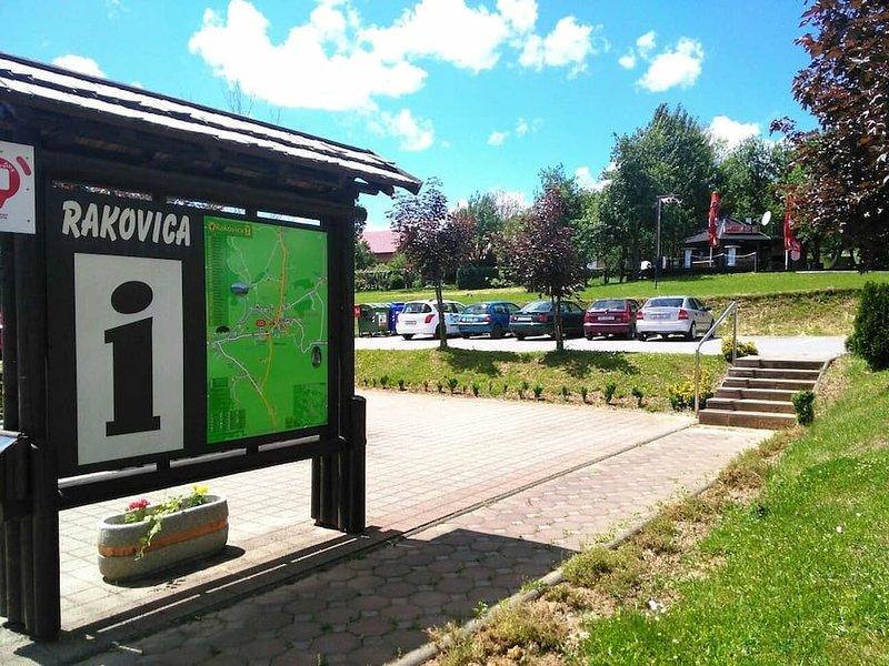 Rakovica est plus proche grande ville où vous pouvez avoir beaucoup de hamburgers dans Restauration rapide sur ouvert et plus