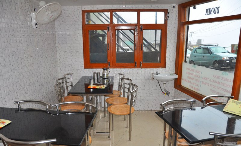 Private Room near Picture Palace, holiday rental in Mussoorie