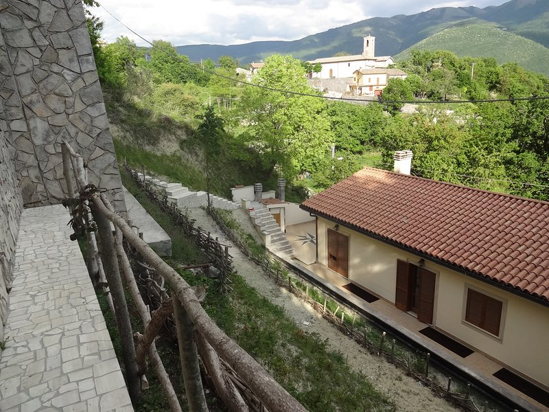 Country Terrace Apartment, vacation rental in Bazzano Inferiore