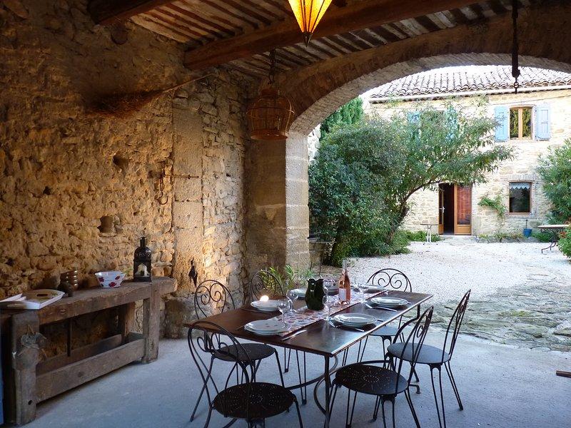En Provence, mas Le Petit Bréjas avec piscine, location de vacances à Uchaux