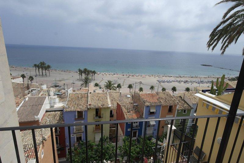 VD3, Ático con vistas al mar sobre la muralla del casco antiguo de Villajoyosa, location de vacances à Villajoyosa