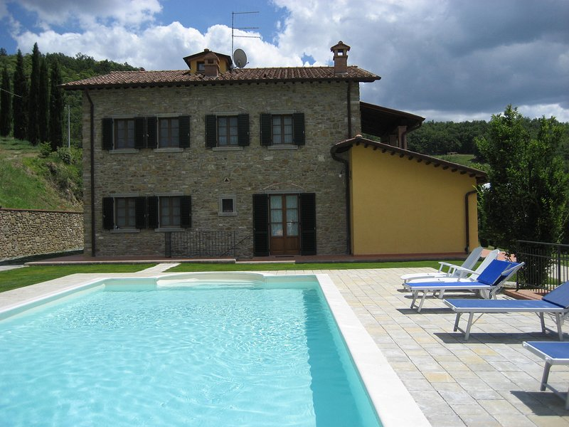 Amazing villa with swimming-pool, holiday rental in Falciano