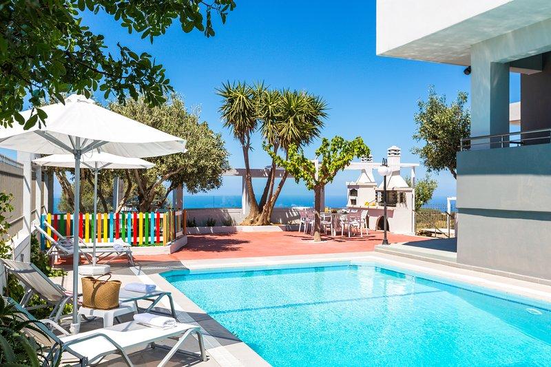 Sea View, Sunset & Full Privacy, 4Bedrooms-5 bathrooms, Heated Pool, Gym,, holiday rental in Kastellos