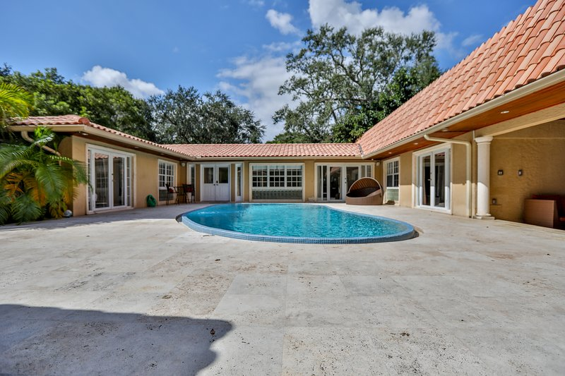 Tropical Paradise in Coconut Grove: Huge 5BR Close to Everything!