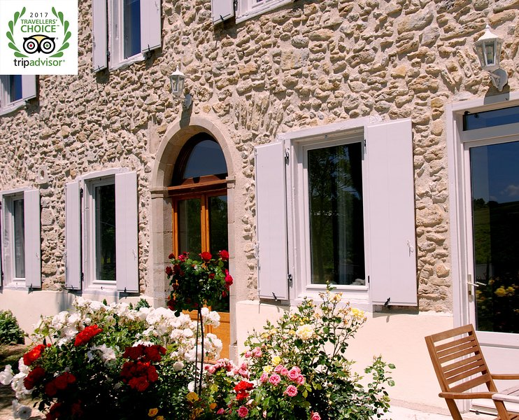 Charming 18th century holiday house near Carcassonne, holiday rental in Magrie