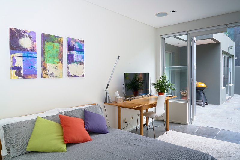 Bondi Views Spectacular Secluded Enchanting Hideaway for Two in Gorgeous Bondi., vacation rental in Kingsford