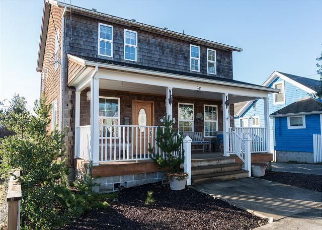 Less than two blocks to the Promenade & town with a large yard in Seaside!, vacation rental in Seaside