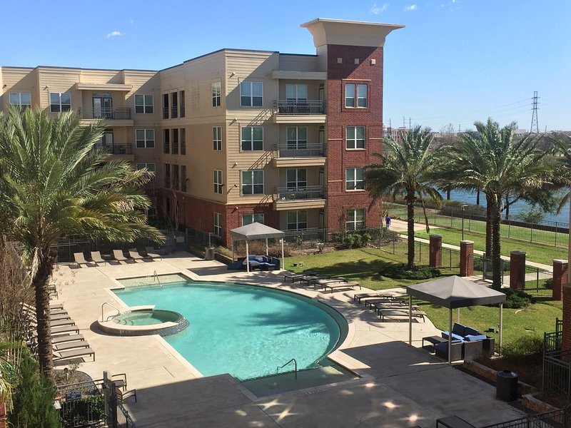 Superbowl loft rental // amazing view // walking distance from reliant, alquiler vacacional en Fresno