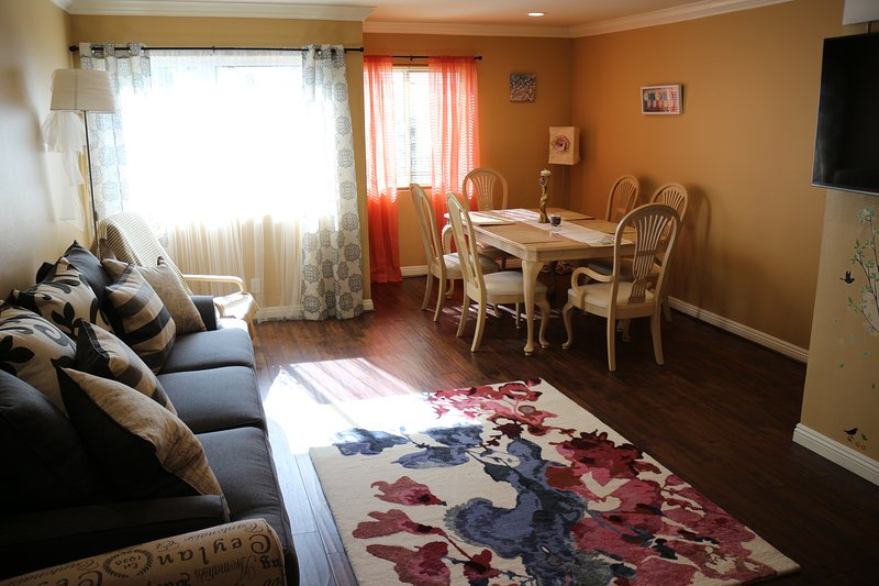 SPACIOUS AND COZY TOWNHOUSE , AMAZING PATIO VIEW!!, vacation rental in Glendale