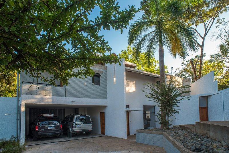 CASA GUARUMO, OASIS IN PUERTO CARRILLO, GUANACASTE, holiday rental in Playa San Miguel