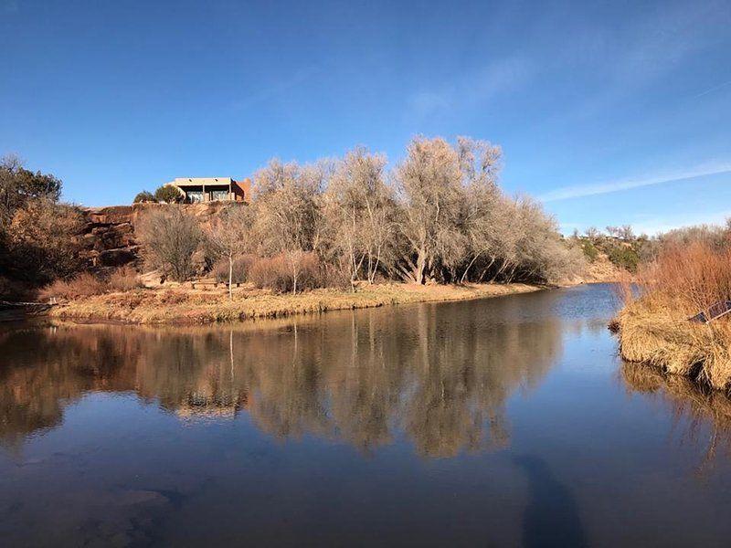 The Pecos River Cliff House, it is Magical!, vacation rental in Rowe