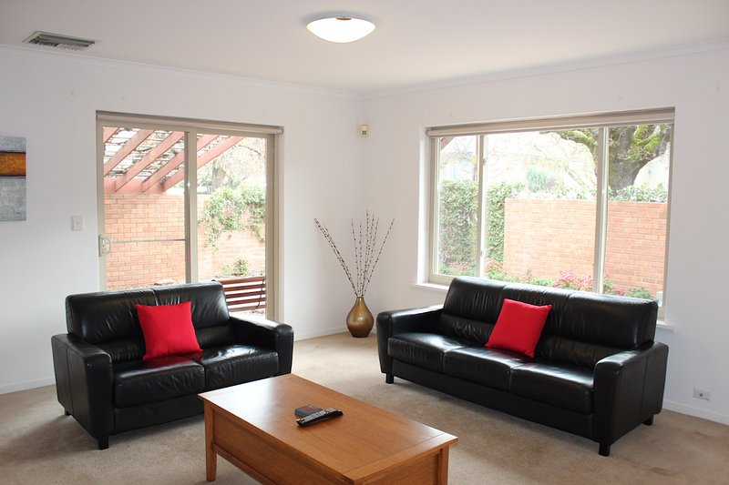 Adelaide Serviced Accommodation - Childers House, vacation rental in Salisbury