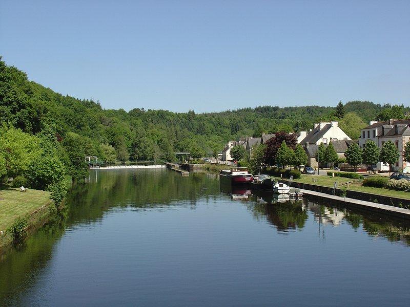 La Sabotiere, river view  cottage St Nicholas des Eaux , Blavet Valley, vacation rental in Noyal Pontivy
