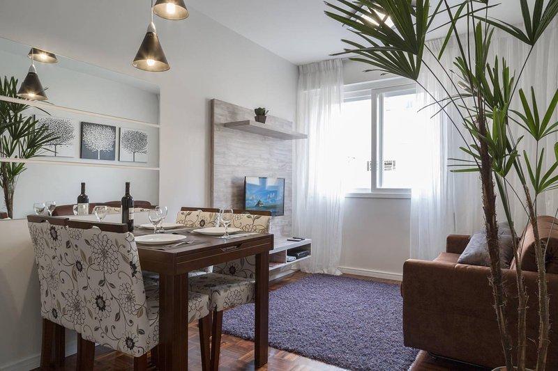APARTAMENTO ATALAIA - Silencioso e aconchegante, excelente localização, holiday rental in Porto Alegre
