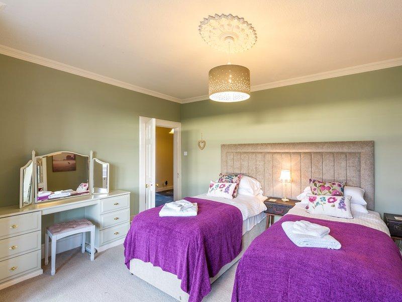 Twin or Superking Bedroom