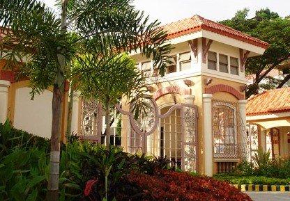 Puerta de la entrada: Hacienda Salinas Barrio