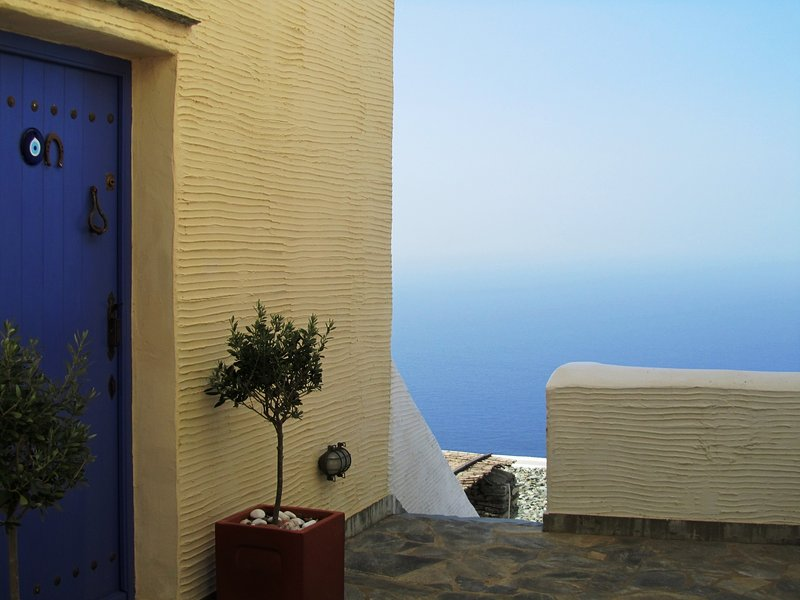 ANDROS Batsi HOUSE Sea View Guests 4/5, vacation rental in Paleopolis
