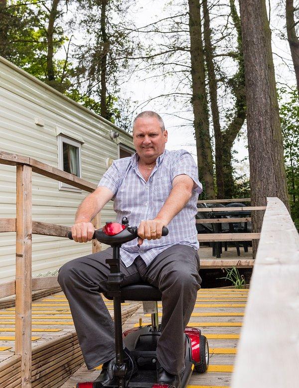 Accès pour caravane adapté aux personnes en fauteuil roulant