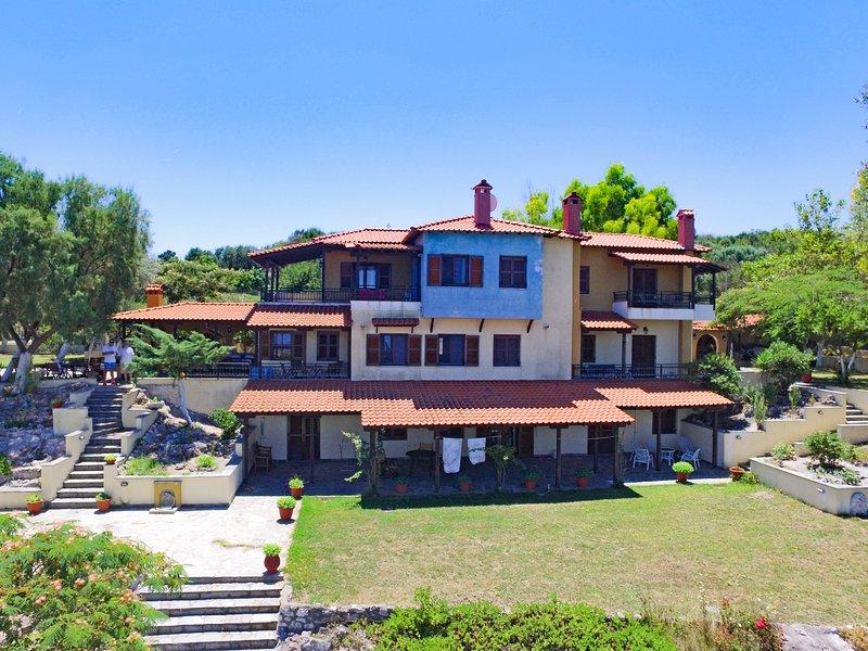 Kiparissi Villa - Athos Halkidiki, holiday rental in Ouranoupoli