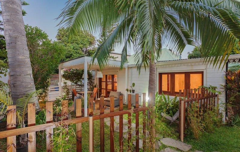 de veranda in het hart van de tropische tuin