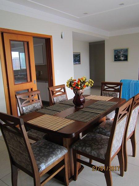 Apartamento novo, com vista para o mar, alto padrão, espaçoso e arejado., aluguéis de temporada em Santos