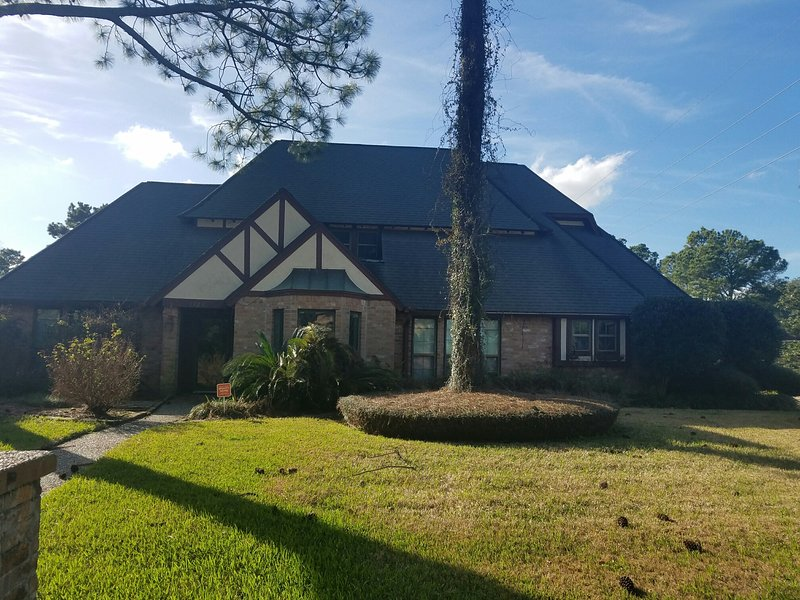 4 BR 3BA HOME LOCATED CLOSE TO SUPERBOWL 51!!!!, vacation rental in Cypress