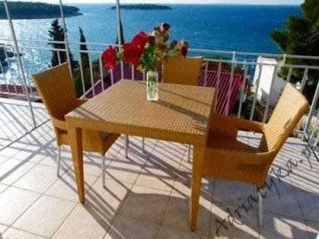 Three bedroom apartment with sea view on top floor, holiday rental in Primosten